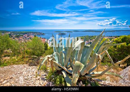 Panoramablick auf Hvar Insel Küste und Altstadt, Dalmatien, Kroatien - Stockfoto