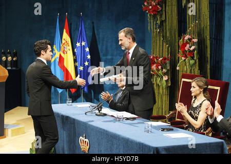 Oviedo, Asturien, Spanien. 21. Oktober 2016. König Felipe VI. von Spanien, Königin Letizia von Spanien Lieferung - Stockfoto