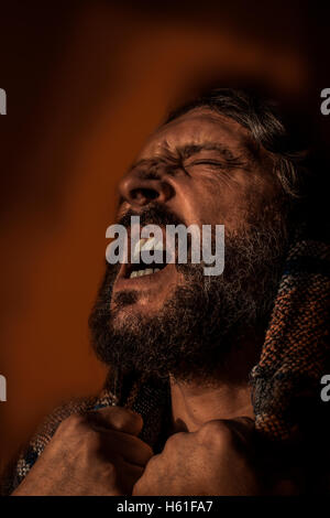 Mann in Schmerz und Tiefe Agonie - Stockfoto