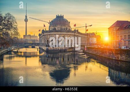 Museum Insel auf der Spree bei Sonnenaufgang, Berlin - Stockfoto