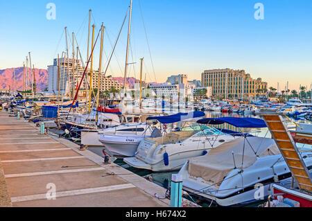 Der Jachthafen befindet sich in der Mitte des Ortes, ist einer der touristischen Orte, Eilat - Stockfoto