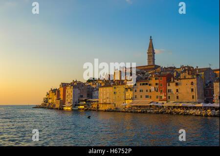Altstadt von Rovinj bei Sonnenuntergang, Halbinsel Istrien, Kroatien - Stockfoto
