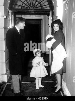 Mrs. Kennedy und John zurück nach Washington von Palm Beach am 4. Februar 1961. Präsident Kennedy, Caroline Kennedy, - Stockfoto