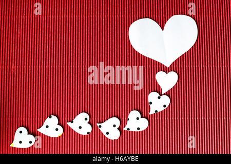 Herzform auf schwarzem Hintergrund - Stockfoto