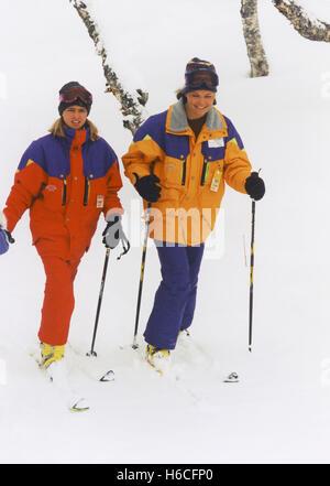 Prinzessin MADELEINE und Kronprinzessin Victoria am schwedischen Alpen Storlien für ihre östlichen Urlaub zum Skifahren - Stockfoto