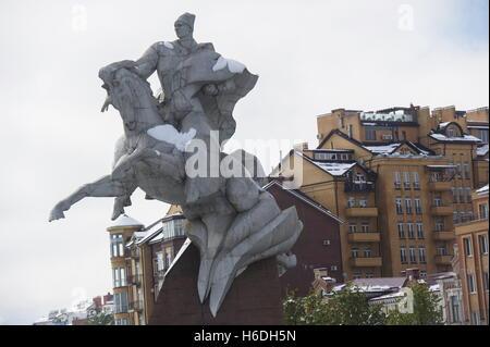 Wladikawkas, Russland. 27. Oktober 2016. Eine Statue von Issa Pliyev in Wladikawkas, der Hauptstadt der Republik - Stockfoto