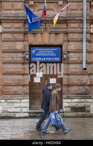 Wladikawkas, Russland. 27. Oktober 2016. Ein Büro der lokalen Niederlassung der Yedinaya Rossiya (einiges Russland) - Stockfoto