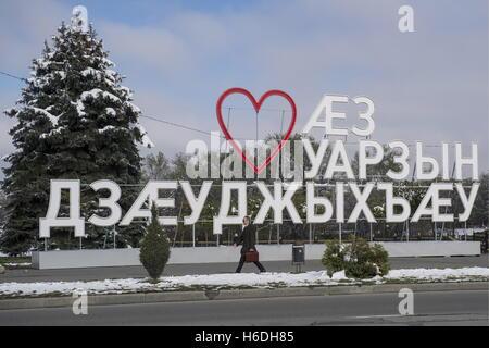 """Wladikawkas, Russland. 27. Oktober 2016. Eine Meldung im ossetischen sagen """"Ich liebe Wladikawkas in Wladikawkas, - Stockfoto"""