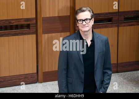 """Rom, Italien. 27. Oktober 2016. Colin Firth besucht die Photocall """"In Bici Senza Sella"""" bei der Universität La Sapienza - Stockfoto"""