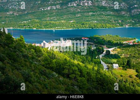 Die große Mauer über Mali Ston und dem Adriatischen Meer, Ston, Dalmatien, Kroatien - Stockfoto