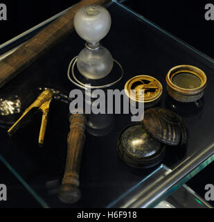 Navigation. Instrumente. Kompass und Teleskop. Norwegische Seefahrtsmuseum. Oslo. Norwegen. - Stockfoto