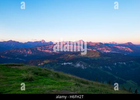 Widderstein und Hoher Ifen in Allgäuer Alpen, Blick vom Riedberger Horn, Sonnenaufgang, Riedbergerhorn, obere Allgäu, - Stockfoto
