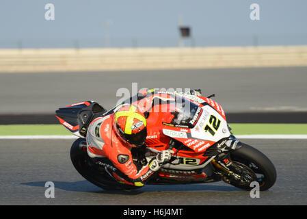 Doha, Katar Losail International Circuit.  29. Oktober 2016.  Xavi Fores fährt für Ducati Panigale R während der - Stockfoto