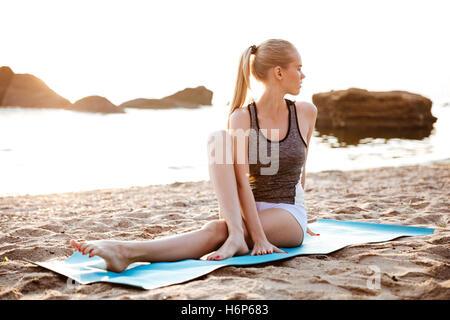 Junge h bsche m dchen beine yoga workout stockfoto bild 57195031 alamy - Nasse fenster am morgen was tun ...