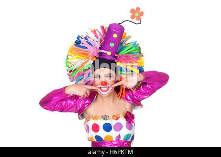 Lustiges Mädchen Clown mit einem schönen Lächeln isoliert auf weißem Hintergrund - Stockfoto