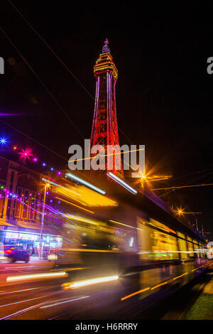 Blackpool, Lancashire, UK. 1. November 2016. Lightpool Festival startet am Haus von Blackpool Illuminations. Blackpool - Stockfoto
