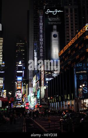 Times Square bei Nacht, Manhattan, New York City, New York, USA, Vereinigte Staaten von Amerika - Stockfoto