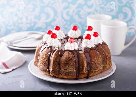 Saure Sahne Kuchen Mit Getrockneten Kirschen Stockfoto Bild