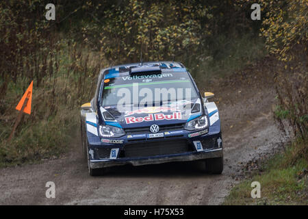 Andreas Mikkelsen Teilnahme an Wales Rallye GB auf der Bühne Alwen. - Stockfoto