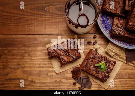 Teller mit leckeren Schokoladen-brownies - Stockfoto