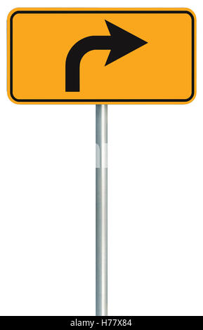 Abbiegung rechts vorne weg Straßenschild, gelb isoliert am Straßenrand Verkehr Schilder, dieser Weg nur Richtung - Stockfoto
