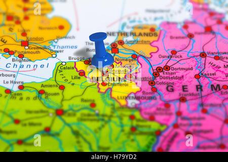 belgien landkarte mit hauptstadt br ssel landesgrenzen die wichtigsten st dte und fl sse. Black Bedroom Furniture Sets. Home Design Ideas