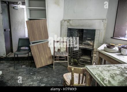verlassenen k che stockfoto bild 310679514 alamy. Black Bedroom Furniture Sets. Home Design Ideas