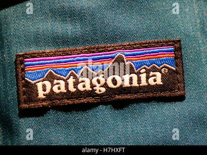 """Das Logo der Marke """"Patagonien"""", Berlin. - Stockfoto"""