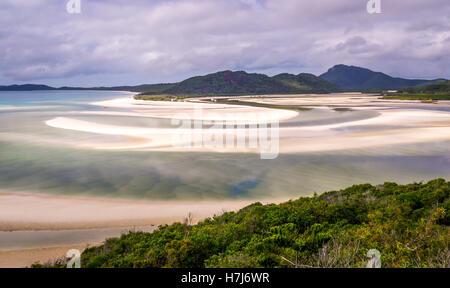 Hill Inlet auf Whitsunday Island in der seltenen grünen Farbe - Stockfoto