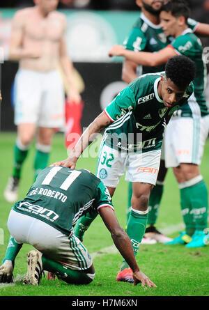 SÃO PAULO, SP - 06.11.2016: PALMEIRAS X INTERNACIONAL - Palmeiras Spieler feiern Sieg in einem Spiel Palmeiras X - Stockfoto