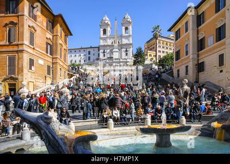 Rom, Italien - 9. März 2013: The Spanish Steps (Italienisch: Scalinata di Trinità dei Monti) sind eine Reihe von - Stockfoto