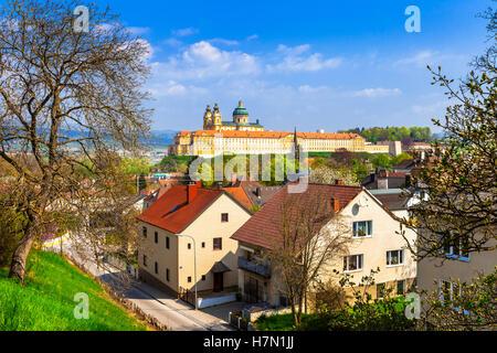 Melk mit berühmten Benediktiner-Abtei in Österreich - Stockfoto