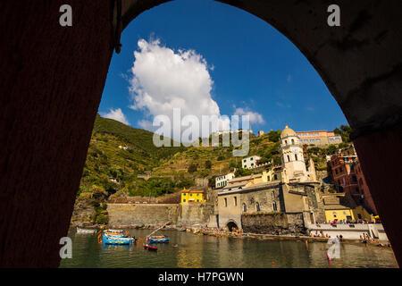 Vernazza, Riviera de Levanto, Fischerdorf, Cinque Terre. Genua. Mittelmeer. Ligurien, Italien Europa - Stockfoto