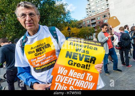 """New York, USA - 6. November 2016 = Reaktion auf Trumps Kampagnenmotto machen Amerika große wieder """"Sozialisten reagieren, - Stockfoto"""