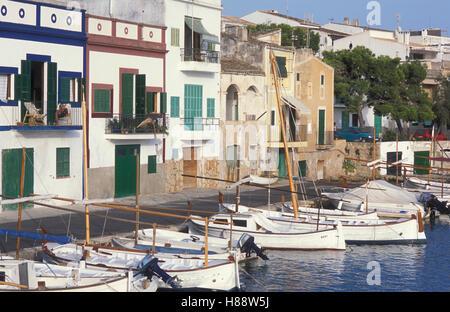 Angelboote/Fischerboote in Porto Colom, Fischer Häuser, Fischereihafen, Mallorca, Balearen, Spanien, Europa - Stockfoto