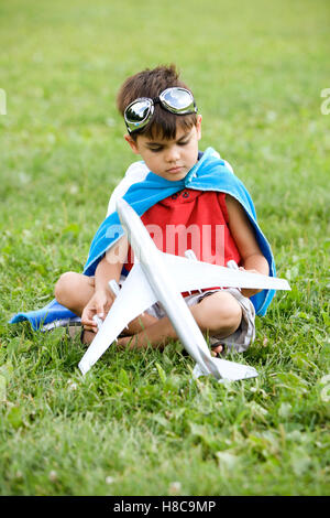 Junge verkleidet als Superheld - Stockfoto