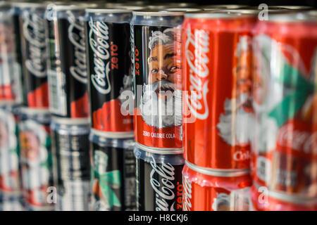 Mini Kühlschrank Cola Dose : Monster energy gewinnspiel mini kühlschränke gewinnen
