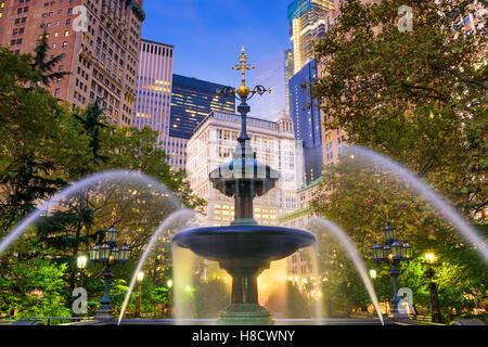 New Yorker Finanzviertel Stadtbild am City Hall Park. - Stockfoto