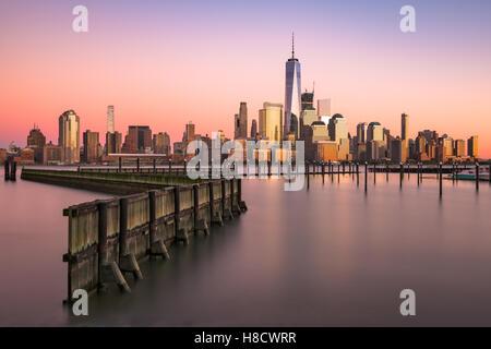 Skyline von New York City am Hudson River. - Stockfoto