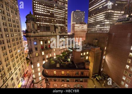 Bankenviertel Stadtbild mit neuer und Alter Architektur in New York City. Stockfoto
