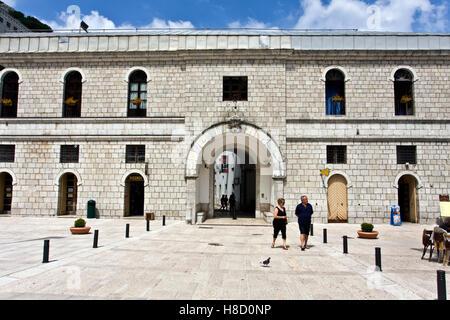 Eingang zum Kloster und Kirche des Heiligtums von Montevergine, 1124 A.C., Mercogliano, Avellino, Kampanien, Italien, - Stockfoto