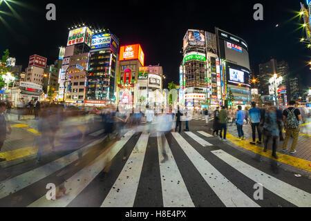 Tokio-Neon-Lichter bei Nacht - Stockfoto