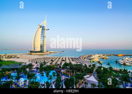 Burj Al Arab, Jumeirah Beach, Dubai, Vereinigte Arabische Emirate, Naher Osten - Stockfoto