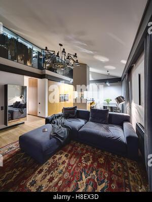 Leuchtendes Interieur im modernen Stil - Stockfoto