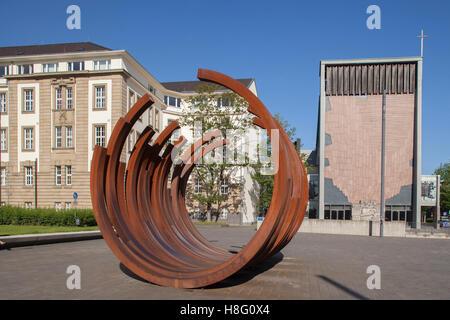 """Amtsgericht und Landgericht und Denkmal am """"König-Heinrich-Platz"""", quadratisch, Duisburg, Ruhr und Umgebung, Nordrhein - Stockfoto"""
