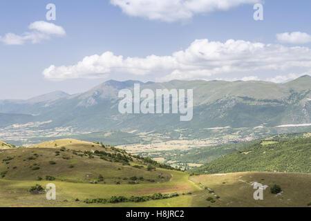 Die Valnerina in der Nähe von Norcia, Italien. - Stockfoto