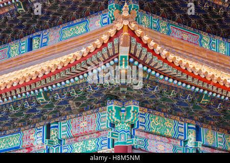 Peking China - Detail des verzierten Daches und Architektur des Palastmuseums befindet sich in der verbotenen Stadt. - Stockfoto