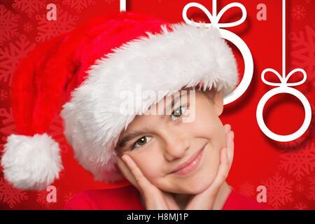 Porträt von fröhlicher Junge Santa Hut - Stockfoto