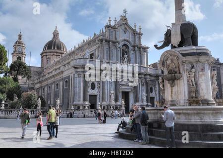 Piazza Duomo, Fontana dell'Elefante, Catania, Sizilien, Italien - Stockfoto