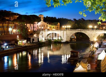 Am frühen Morgen über Brücke Cestio in Rom, Italien - Stockfoto